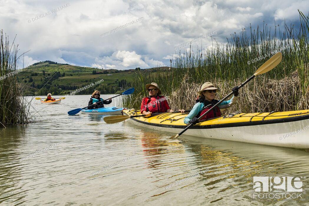 Imagen: kayaking on Swan Lake, near Vernon, BC, Canada.
