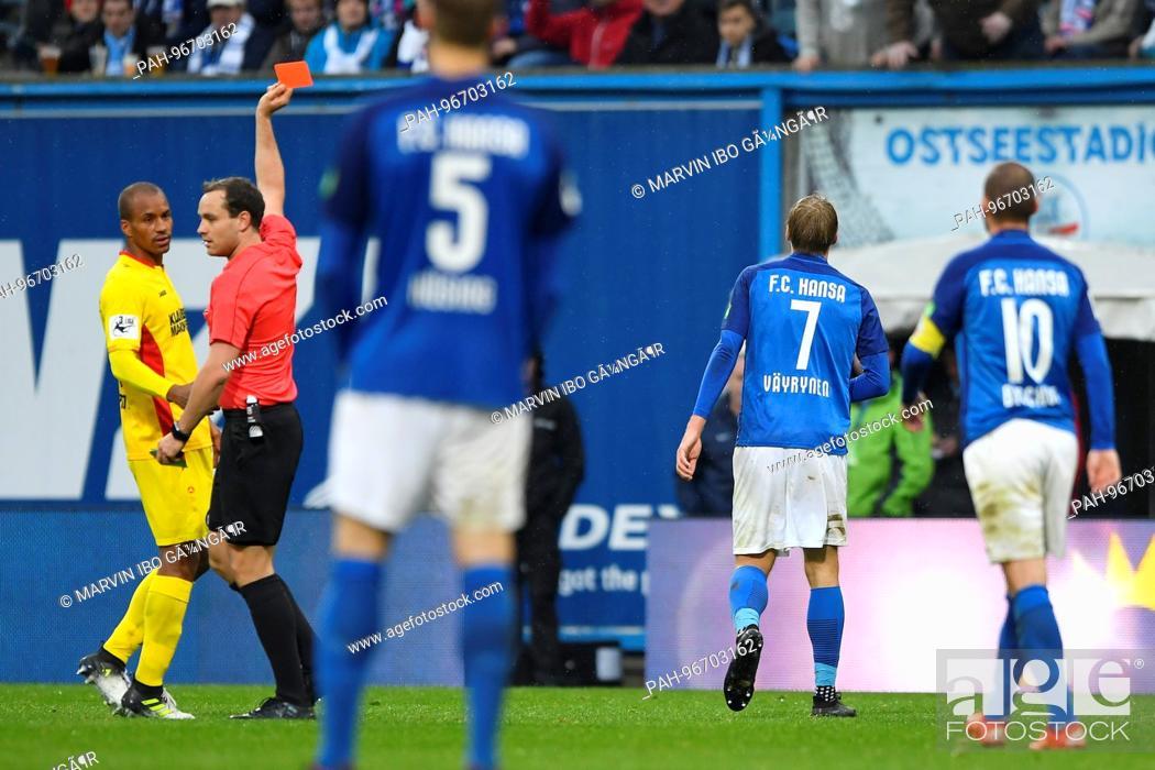 Referee Jonas Weickenmeier Zeigt Fabian Holthaus Hansa