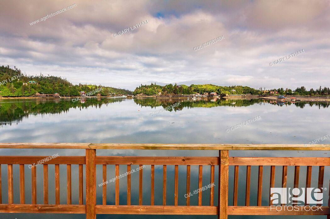 Photo de stock: View of water from balcony, Stillpoint Lodge, Halibut Cove, Kachemak Bay, Alaska, USA.