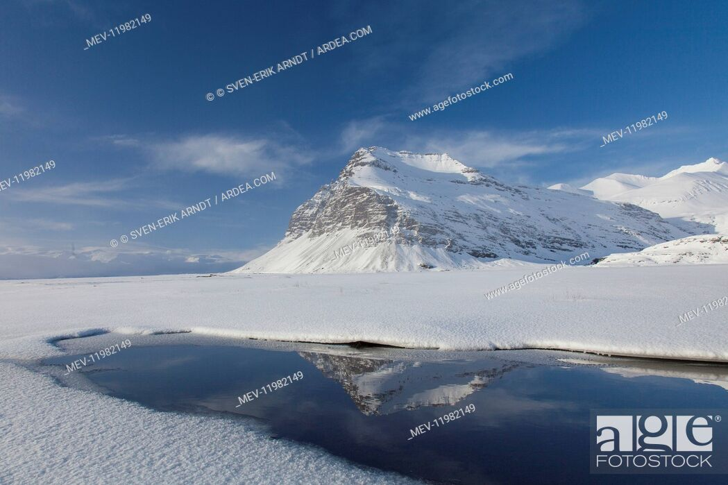 Imagen: Mountain landscape Fellsfjall in winter - Iceland.