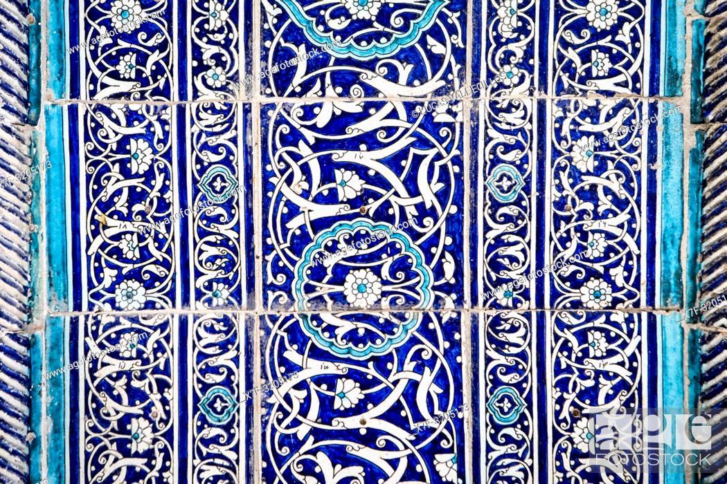 Imagen: Detail, facade, ornamentation of Islom Hoja Medressa, Khiva, Uzbekistan.