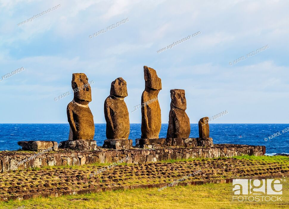 Imagen: Moais in Ahu Vai Uri, Tahai Archaeological Complex, Rapa Nui National Park, Easter Island, Chile.