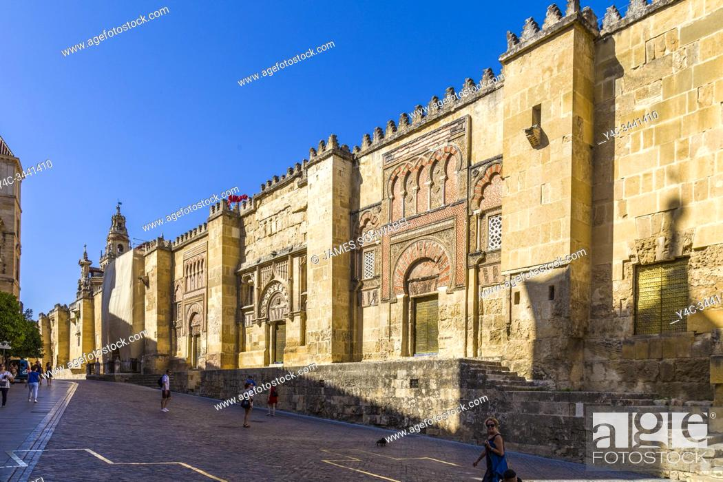 Imagen: Exterior of Mosque-Cathedral of Córdoba in Cordoba in Andalusia Spain.