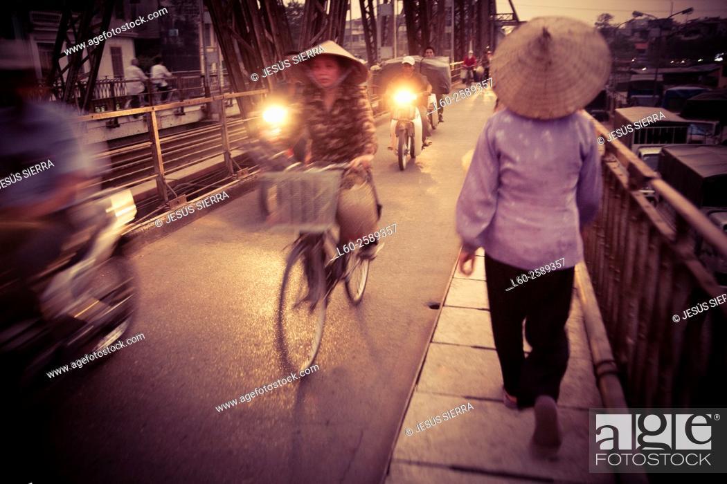 Imagen: People in Hanoi. Vietnam.