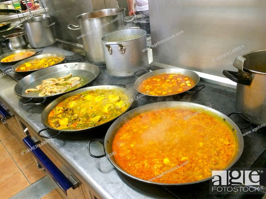 Stock Photo: Cooking a paella, Restaurant, Valencia.