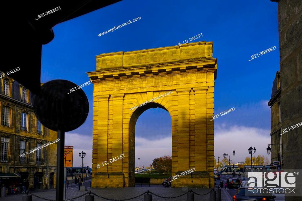 """Stock Photo: France, Nouvelle Aquitaine, Gironde, """"""""Porte de Bourgogne"""""""" gate, 18th century, Bordeaux."""