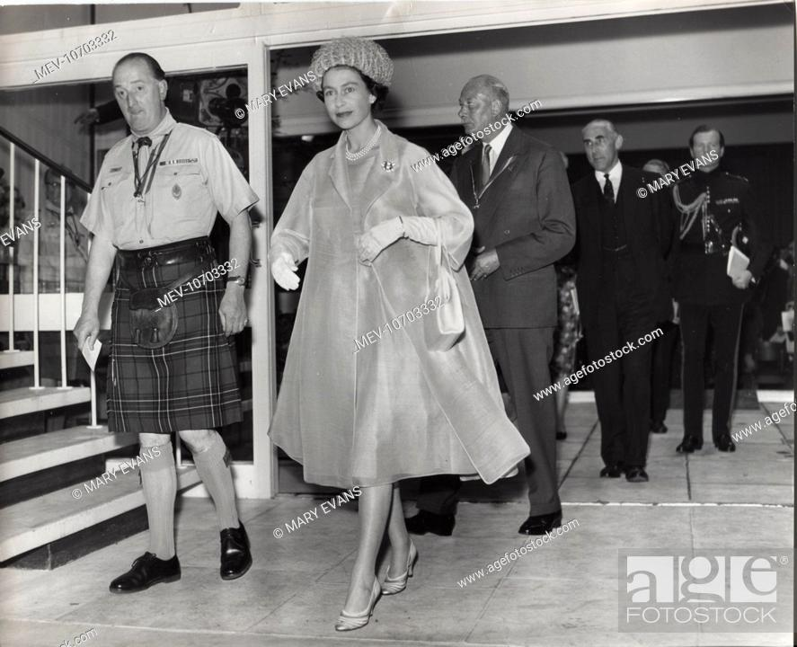 Imagen: Scene during the official opening of Baden Powell House, South Kensington, London, by Queen Elizabeth II. The building received a number of awards.