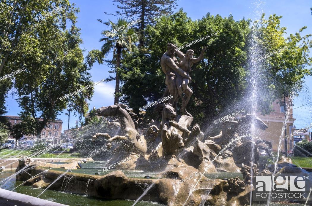 Imagen: Proserpine fountain, Catania, Sicily, Italy.
