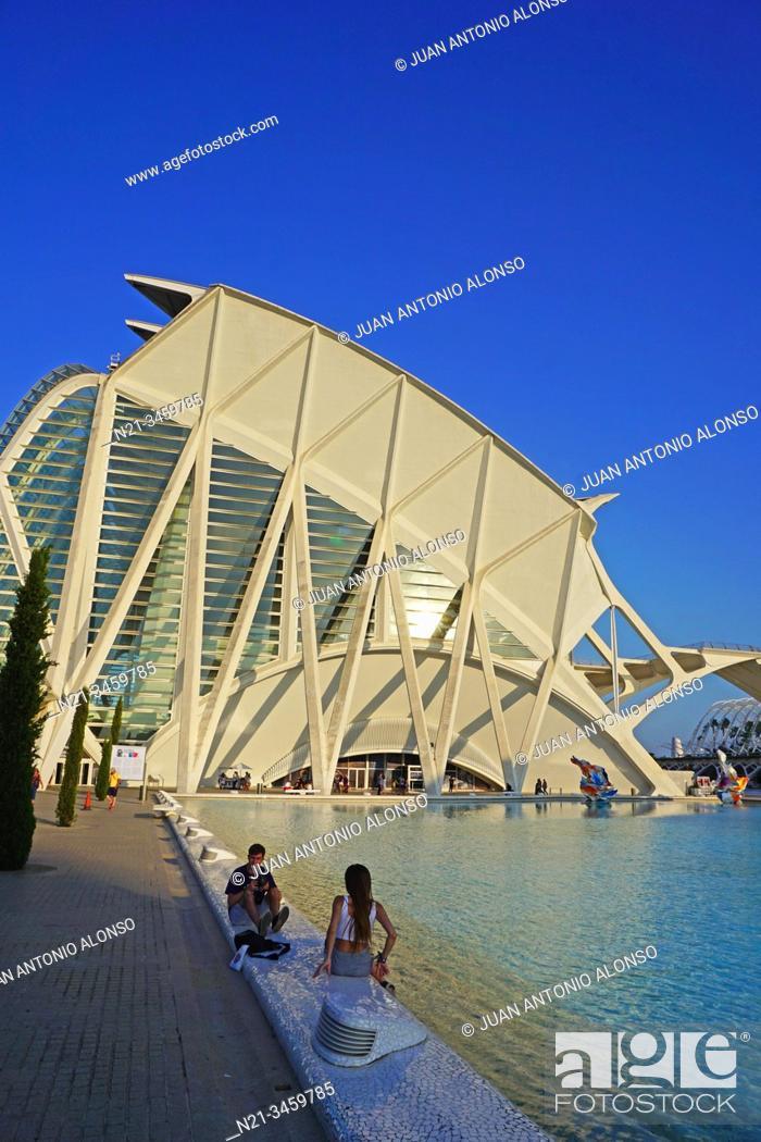 Stock Photo: Santiago Calatrava's Museo de las Ciencias Principe Felipe. Ciudad de las Artes y las Ciencias, an architectural, cultural and entertainment complex designed by.