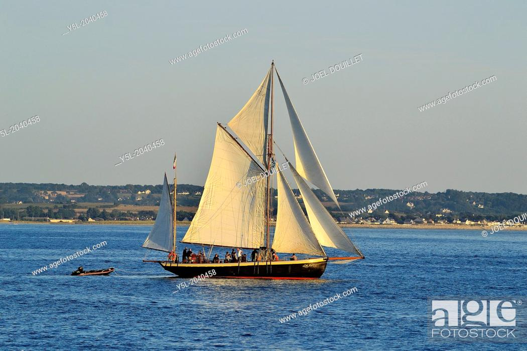 Lys noir (French classic yacht  Rig : yawl auric, 1914) leaving the