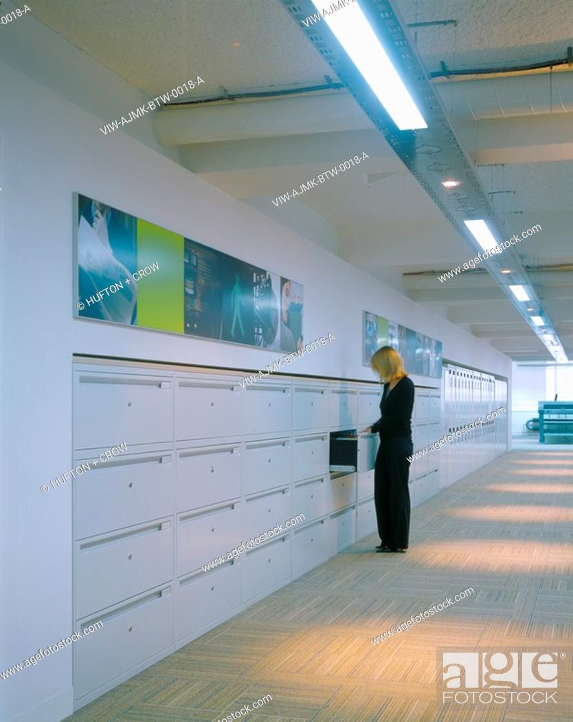 Imagen: BT-WHOLESALE, KNIGHTRIDER STREET, LONDON, EC4 QUEEN VICTORIA STREET, UK, AJMK ARCHITECTS, INTERIOR, DETAIL OF WALL FITTED LOCKERS.