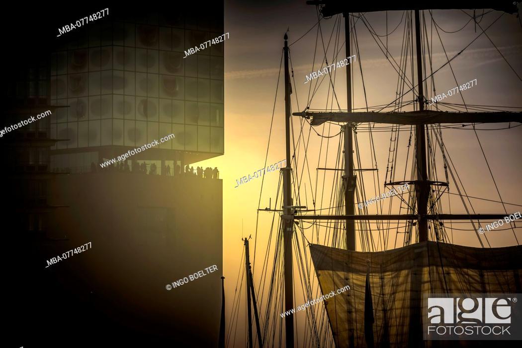 Stock Photo: Germany, Hamburg, the Elbe, harbour, warehouse distict, harbour city, fog, Elbe philharmonic.