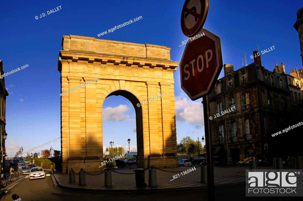 Stock Photo: France, Aquitaine-Gironde- 'Porte de Bourgogne' at Bordeaux.