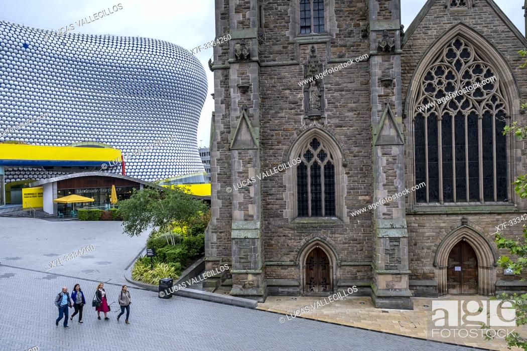 Stock Photo: The church of St Martin in the Bullring and Selfridges building, Birmingham, England.