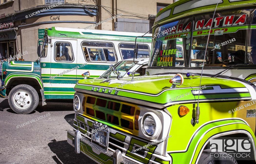 Stock Photo: Traffic in El Prado, Avenida Mariscal Santa Cruz or Avenida 16 de agosto, La Paz, Bolivia.