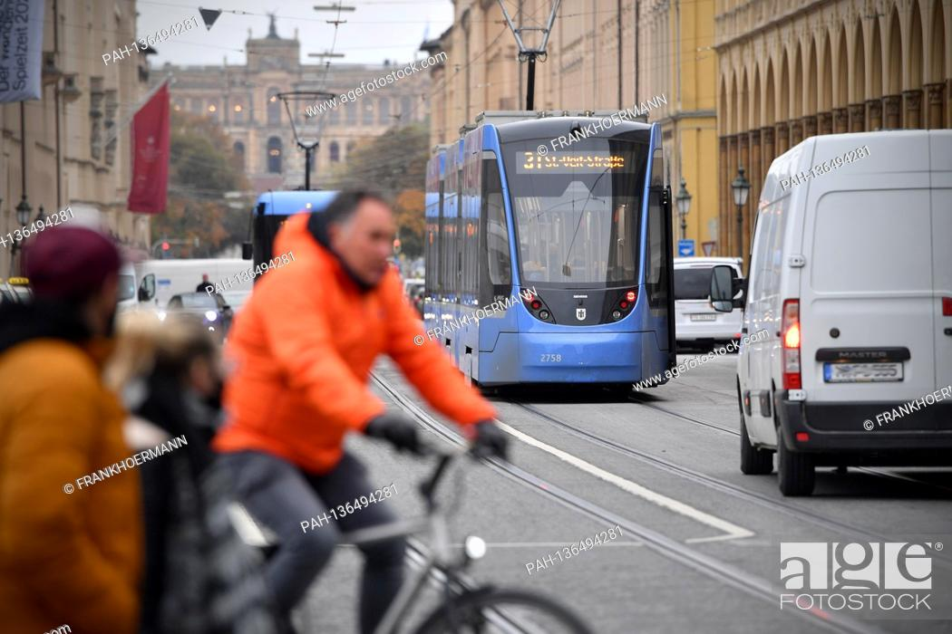 Stock Photo: Subject image Mobility in big cities Cyclists, streetcars, trams, streetcars, cars, van pedestrians cross the wide street on Maximilianstrasse.