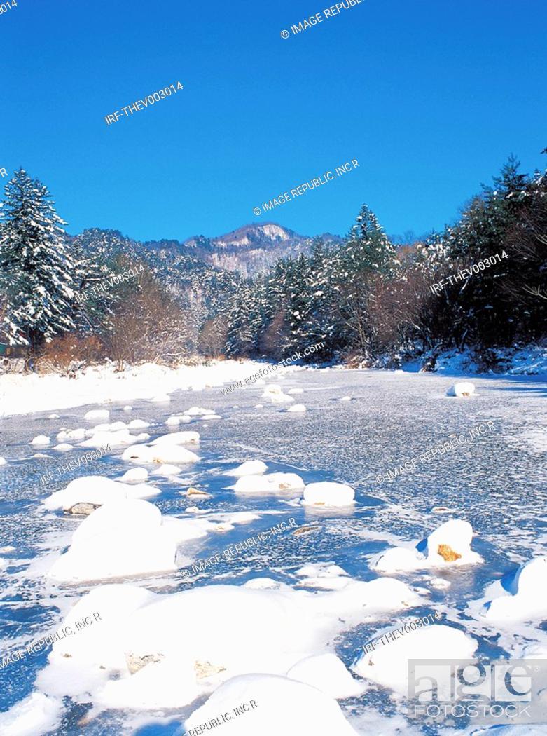 Stock Photo: snow in the mountain.
