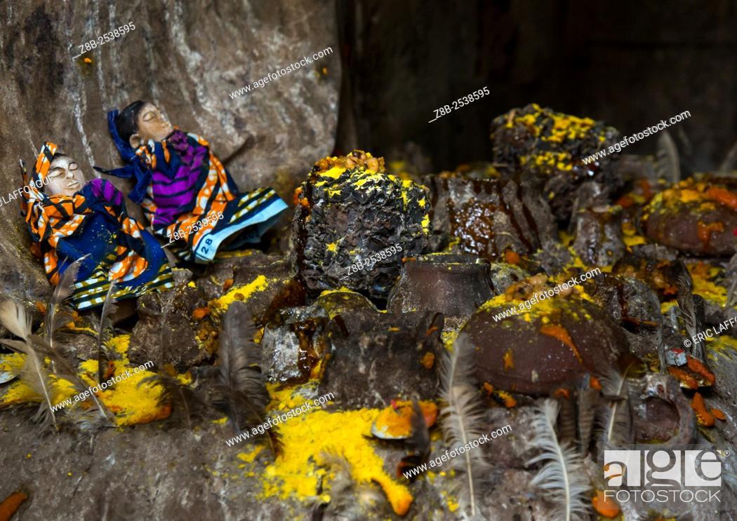 Stock Photo: Benin, West Africa, Bopa, twins statues in the deity dan temple.