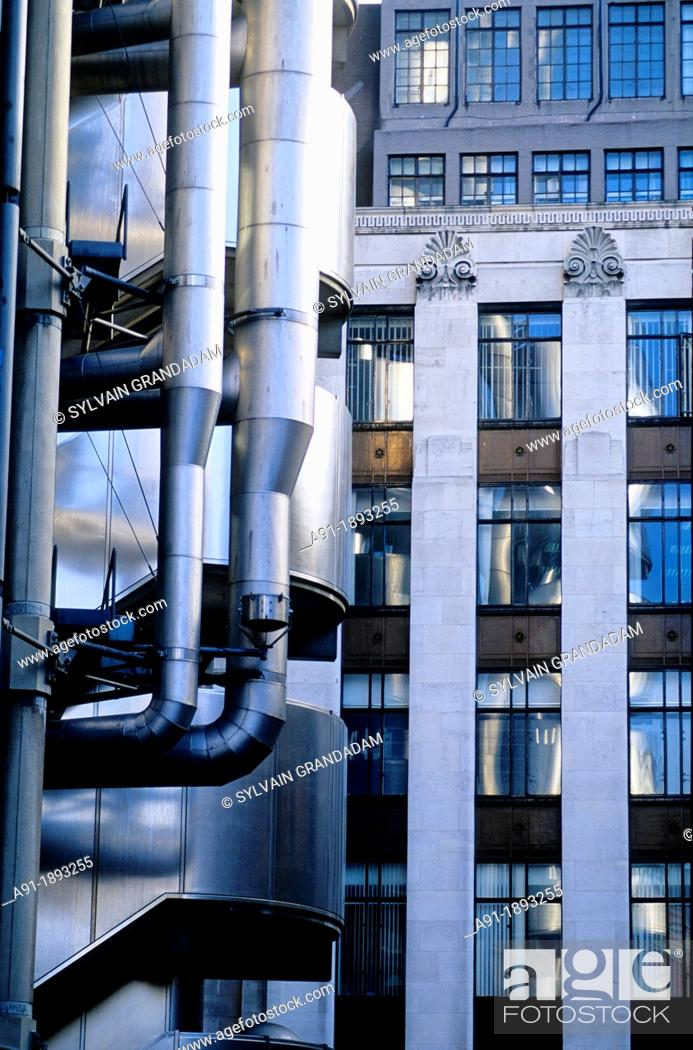 Stock Photo: UNITED KINGDOM LONDON  THE LLOYDS INSURANCES HEADQUARTERS BUILDING ARCH NOIRMAN FOSTER.