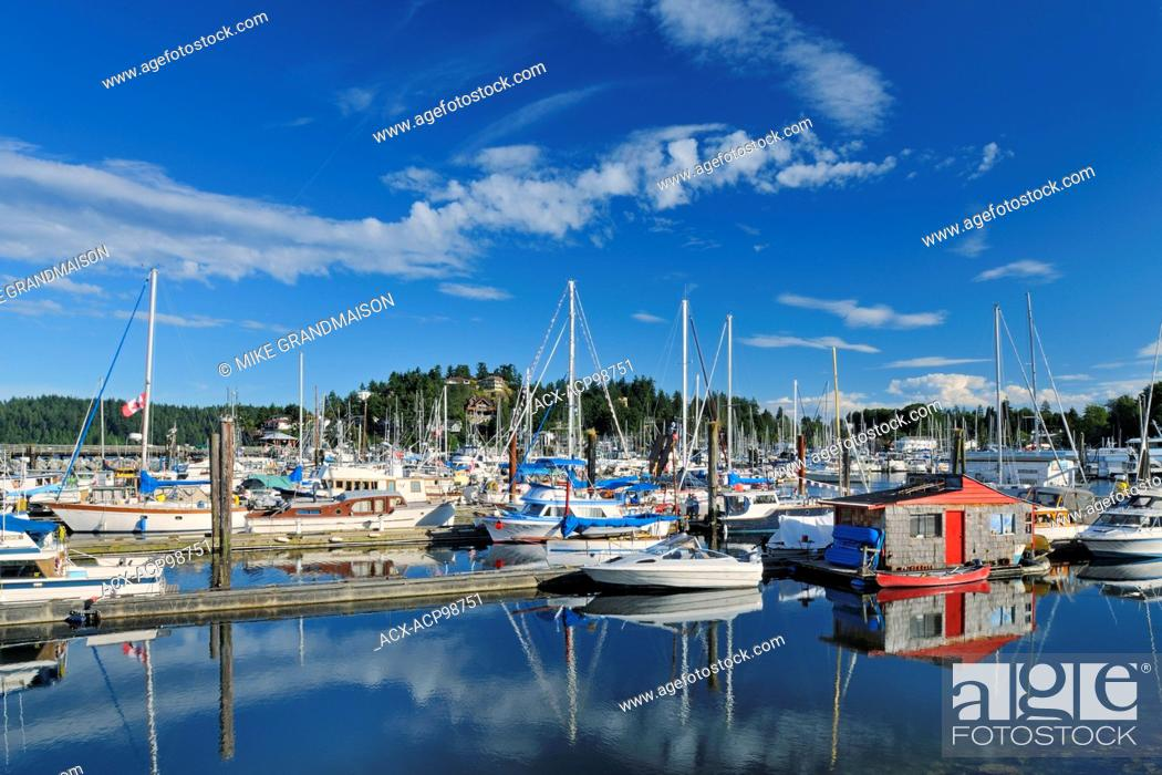 Imagen: Boats in marina on the Sunshine Coast Gibsons British Columbia Canada.