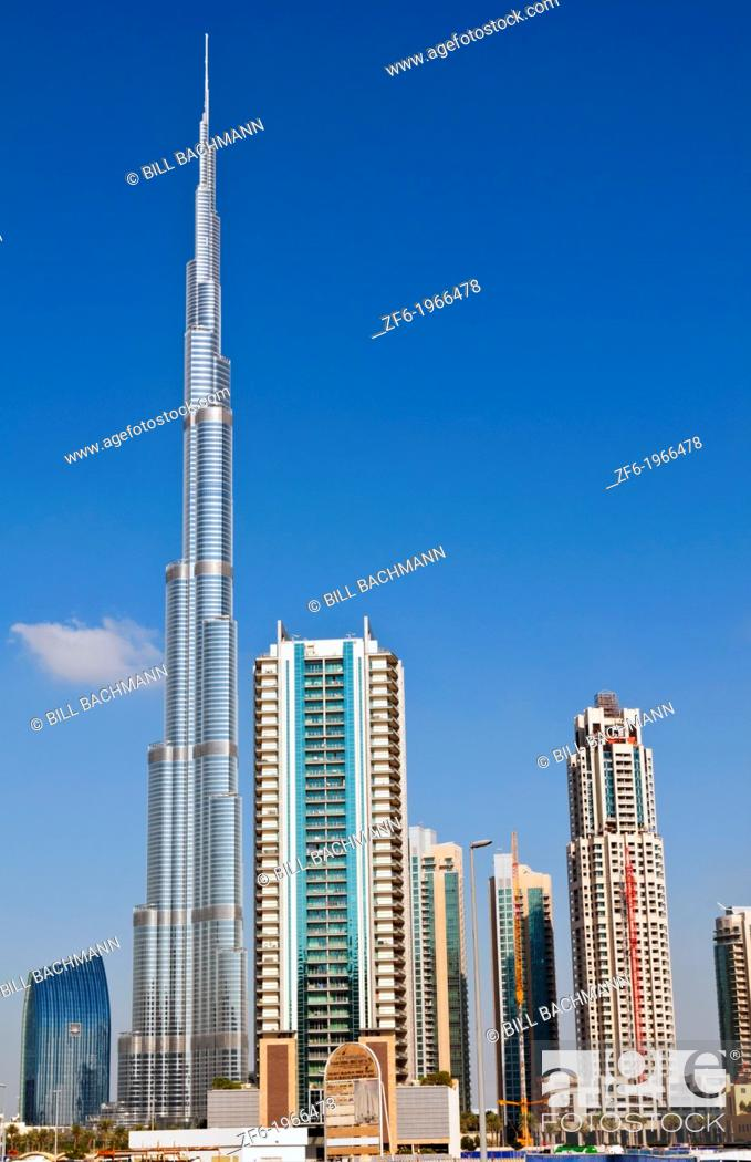 Imagen: Construction and new skyline of amazing Dubai UAE with the world's tallest building Burj Khalifa at 2722 feet and 162 stories in thriving new United Arab.