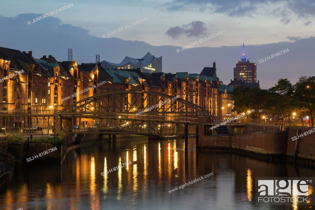 Stock Photo: View of canal Zollkanal at night. Speicherstadt, Hamburg, Germany.