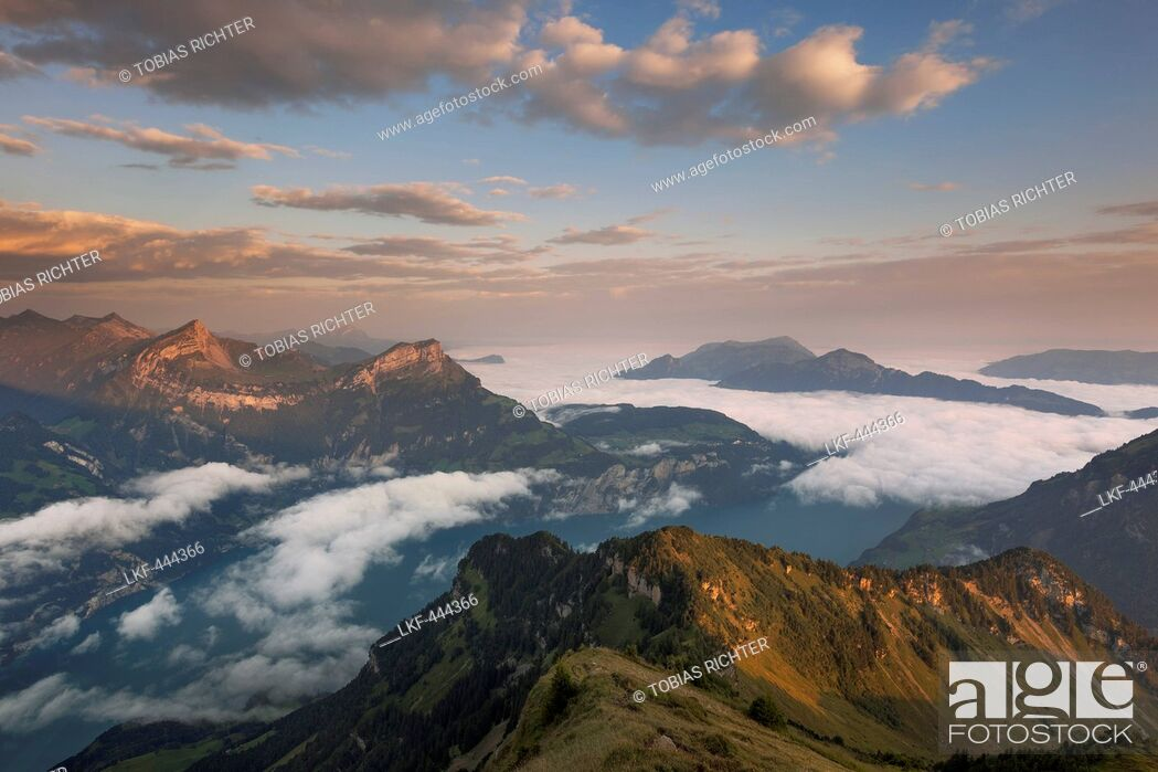 Imagen: View from Rophaien to Lake Lucerne and the surrounding peaks in the morning, Canton of Uri, Switzerland.