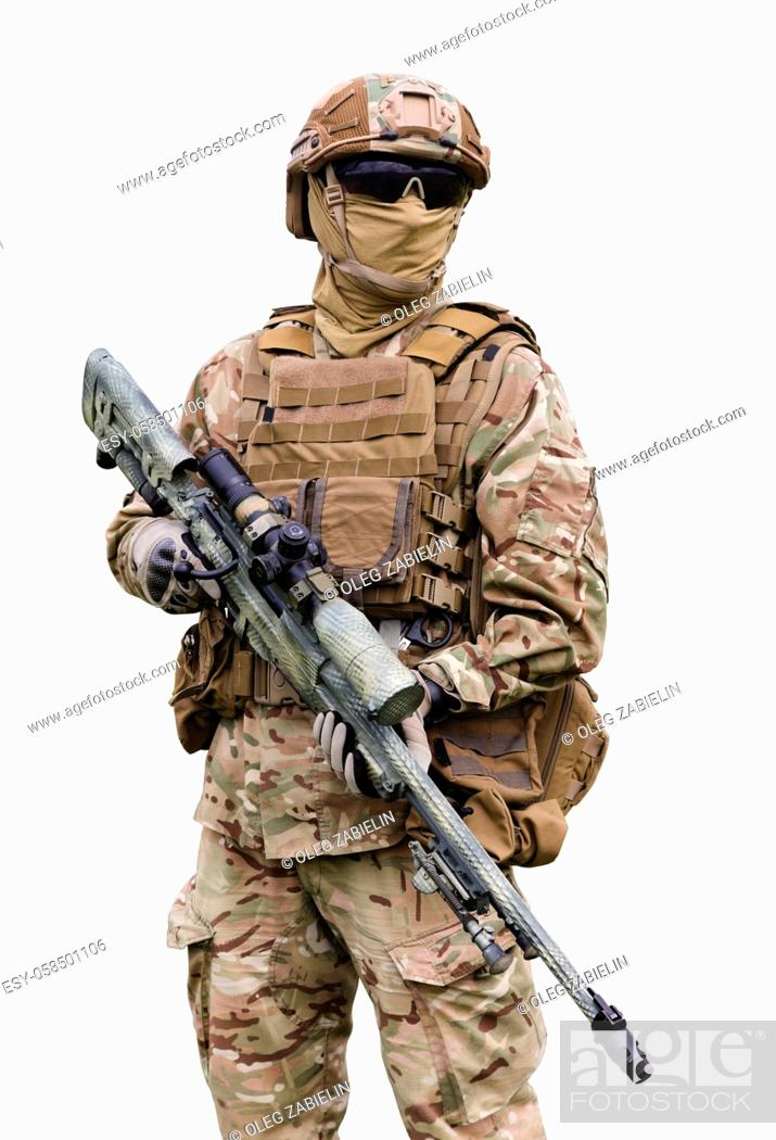 Imagen: Equipped and armed special forces soldier close up isolated on white background.