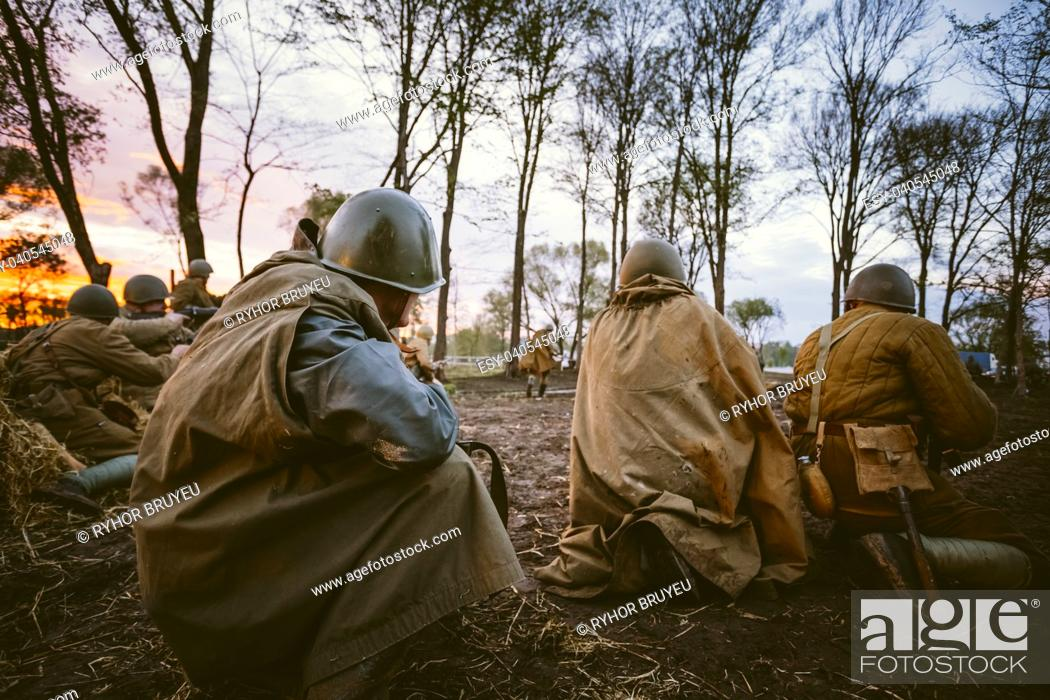 Imagen: MOGILEV, BELARUS - MAY, 08, 2015: Reconstruction of Battle during events dedicated to 70th anniversary of the Victory of the Soviet people in the Great.