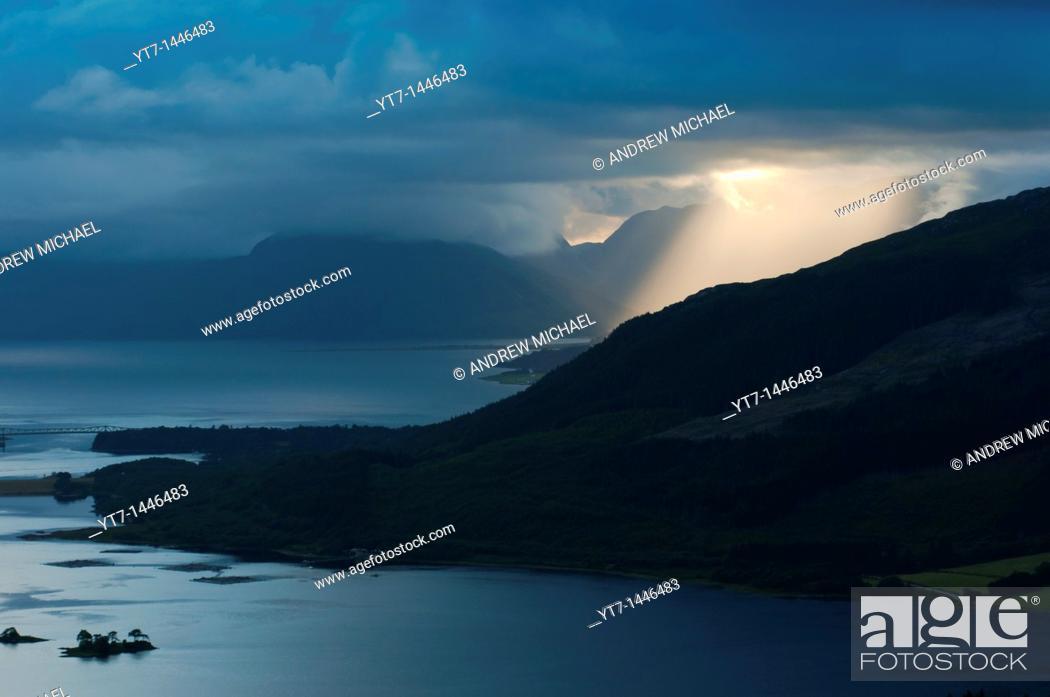 Stock Photo: Dramatic light at Glencoe, Scotland.