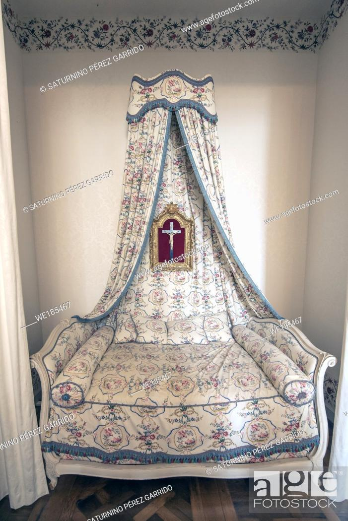 Stock Photo: Bed of one of the rooms of the castle of Chambord in France.