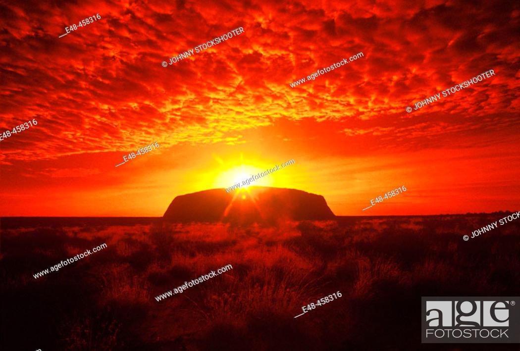 Stock Photo: Ayers Rock, Uluru-Kata Tjuta National Park. Northern Territory, Australia.