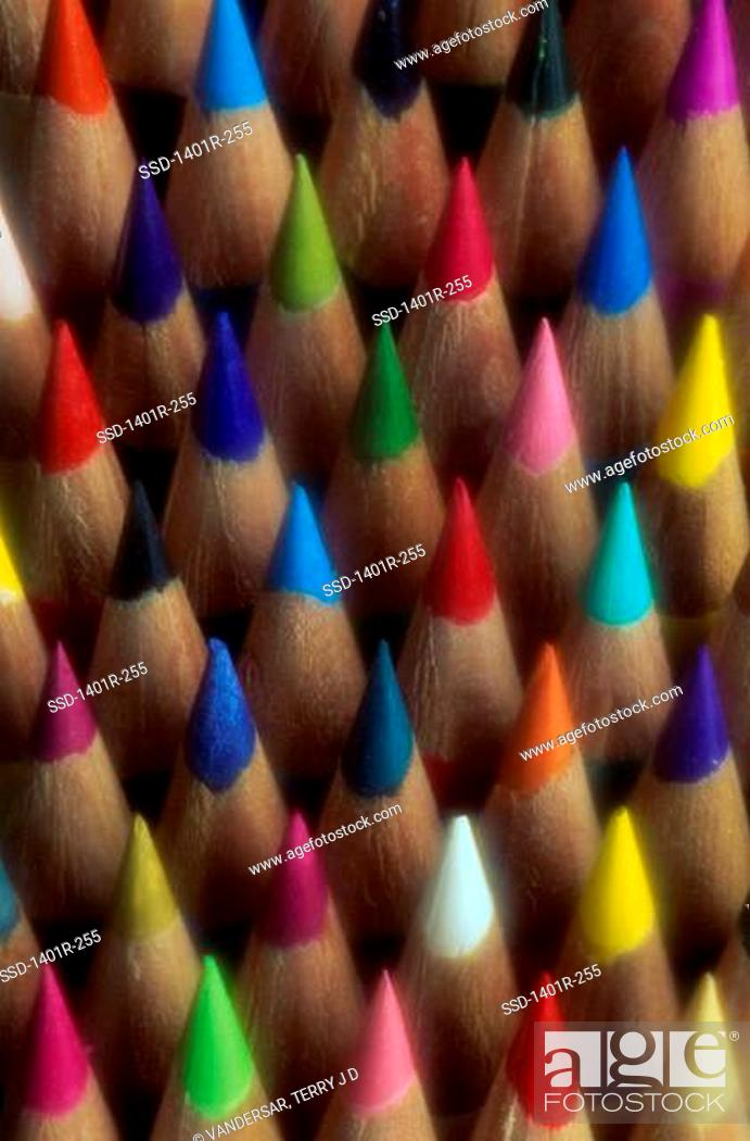 Imagen: Close-up of colored pencils.