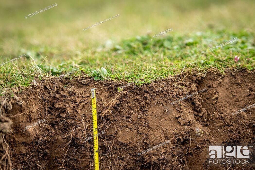 Imagen: Measuring tape details the height of a dirt pit, Debre Berhan, Ethiopia.