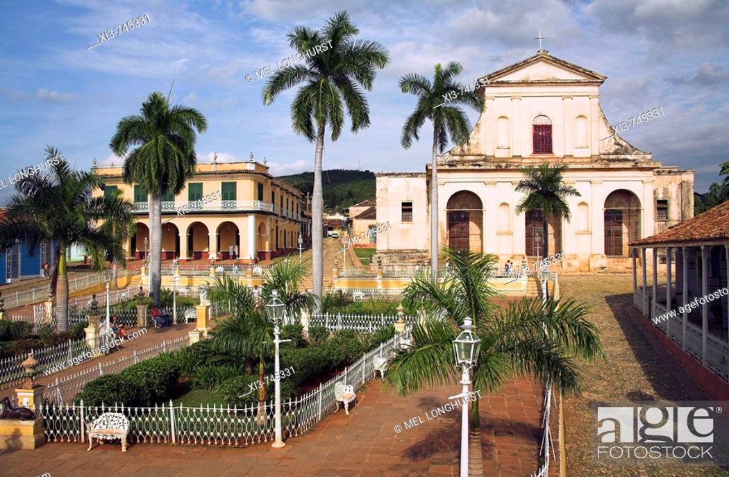 Museo Romantico.Museo Romantico And Iglesia De Santisima Trinidad Plaza Mayor