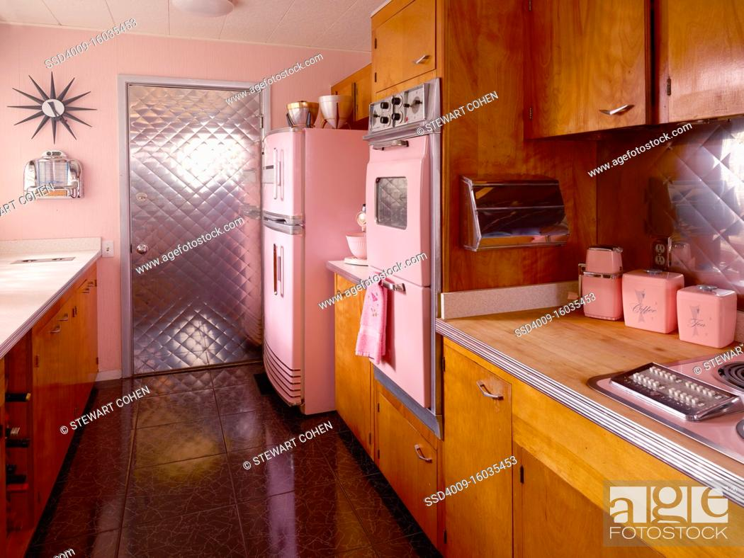 Photo de stock: Mid century pink kitchen with pink appliances.