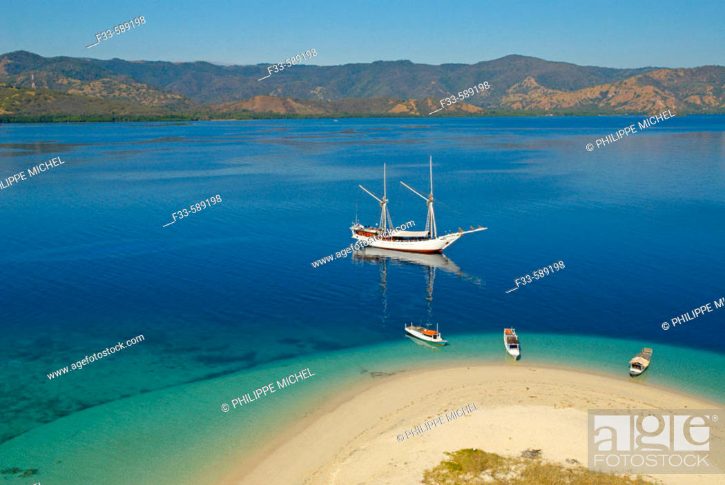 Stock Photo: Riung area. Archipelago of Tujuhbelas. Pulau Rutong island. Flores. Indonesia.