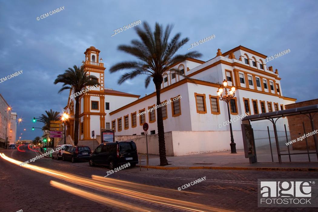 Imagen: Edificio de Colegio de Educacion Infantil y Primaria in Campo del Sur Avenue, Atlantic Ocean, Cádiz City, Andalusia, Spain, Europe.
