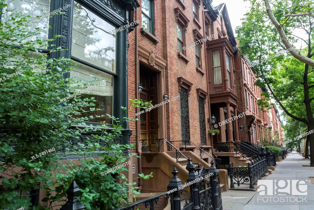 Imagen: New York City, USA, Street Scenes, Brooklyn heights, Brown stone Apartment Buildings.