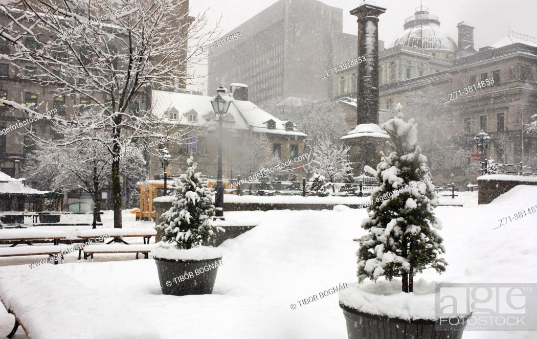 Stock Photo: Cananda, Montreal, snowfall, Place Jacques-Cartier, Old Montreal, .
