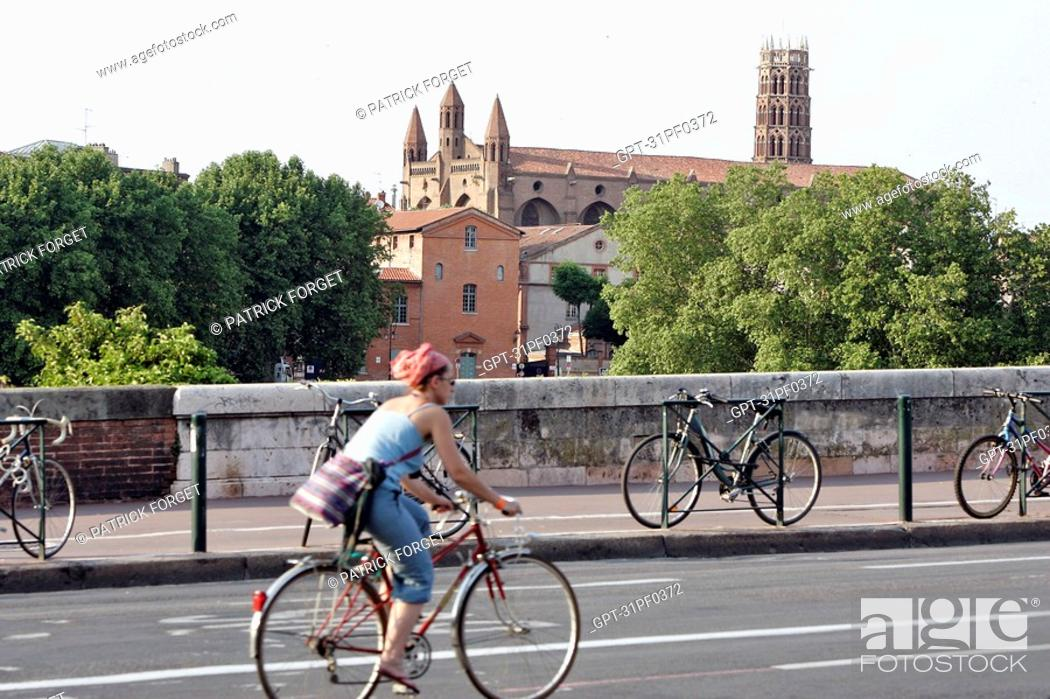 Stock Photo: THE PONT-NEUF BRIDGE OVER THE GARONNE COMPLETED IN 1632, WITH THE JACOBINS CONVENT, TOULOUSE, HAUTE-GARONNE 31, FRANCE.