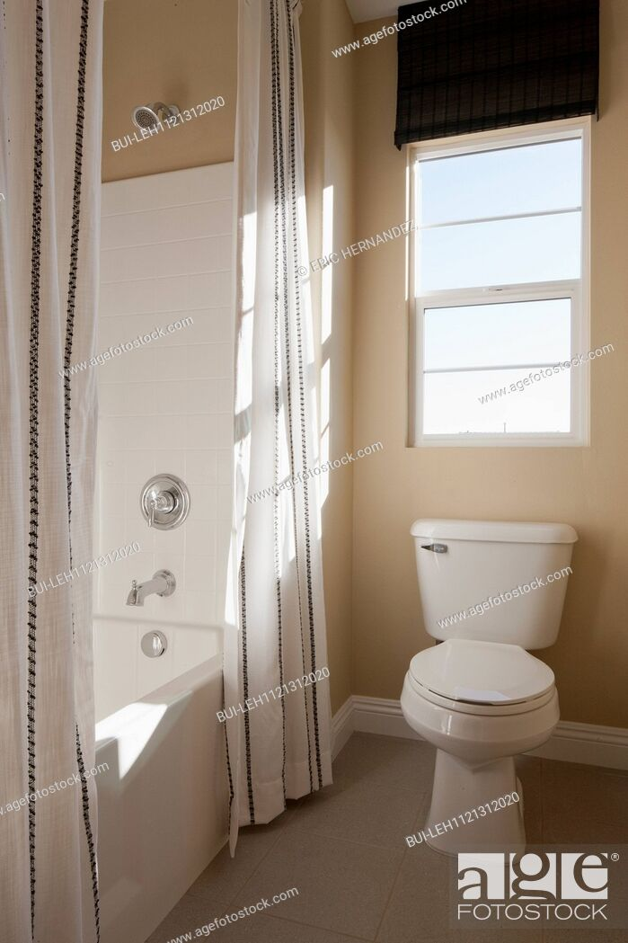 Imagen: Toilet seat and shower room in bathroom; Murrieta; California; USA.