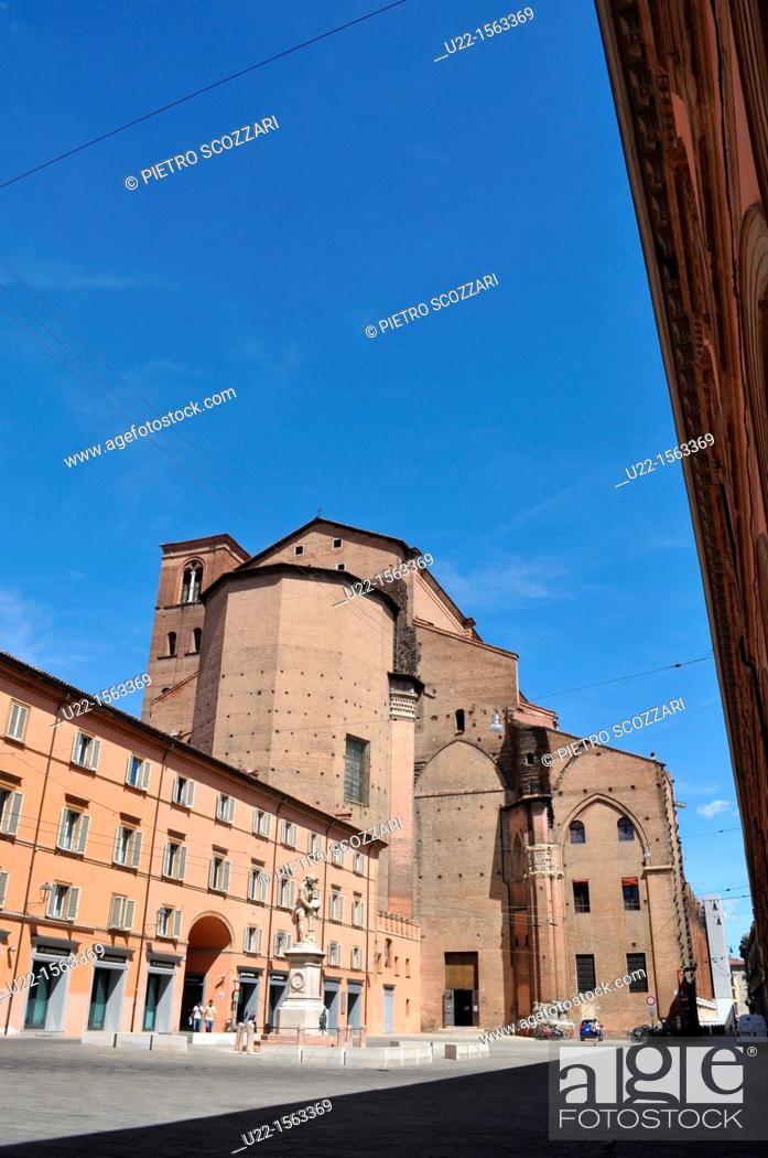 Stock Photo: Bologna (Italy): Piazza Galvani, the back side of San Petronio's Basilica.