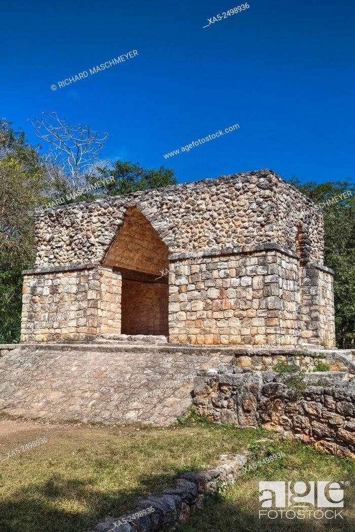 Imagen: Corbelled Arch, Ek Balam Mayan Archaeological Site, Yucatan, Mexico.