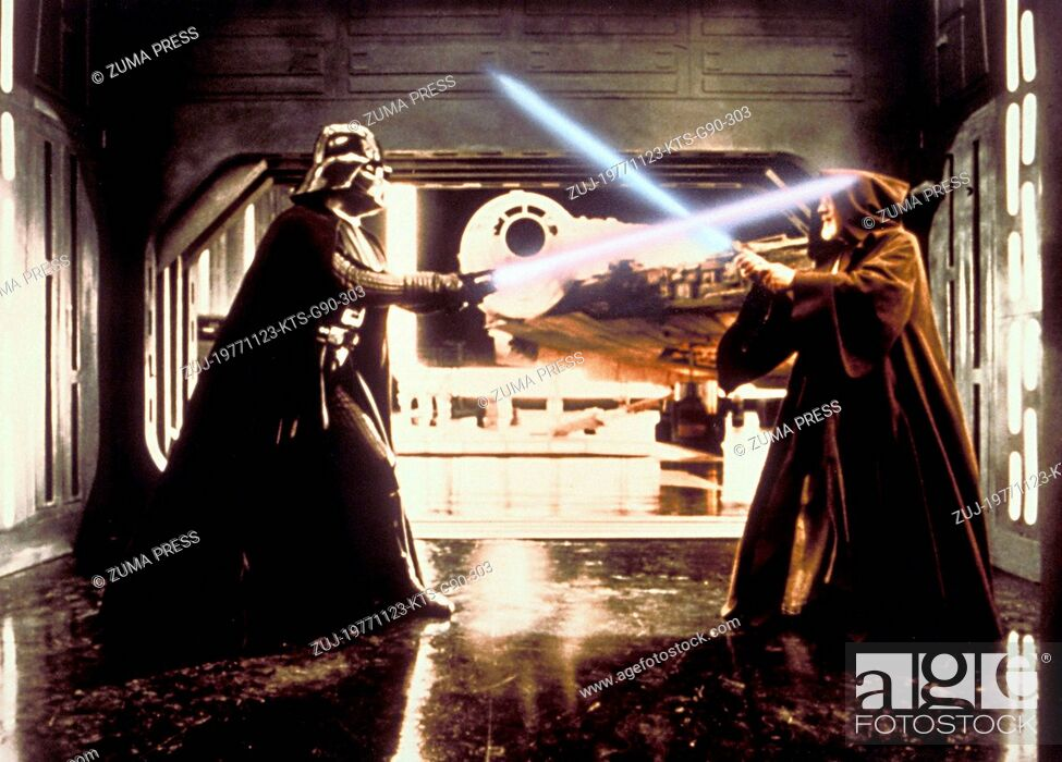 Imagen: Nov 23, 1977; Hollywood, CA, USA; Image from George Lucas's action adventure 'Star Wars' starring DAVID PROWSE as Darth Vader and ALEC GUINNESS as Ben Obi-Wan.