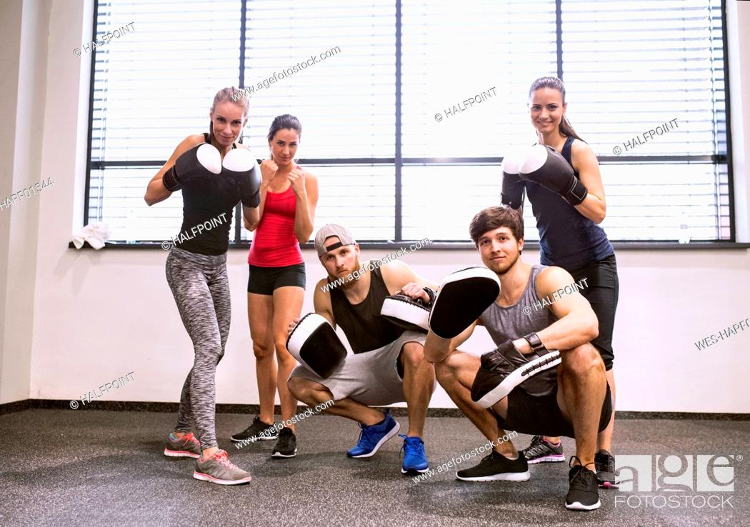 Imagen: Group of fit young people in gym with boxing gloves prepared for fighting.