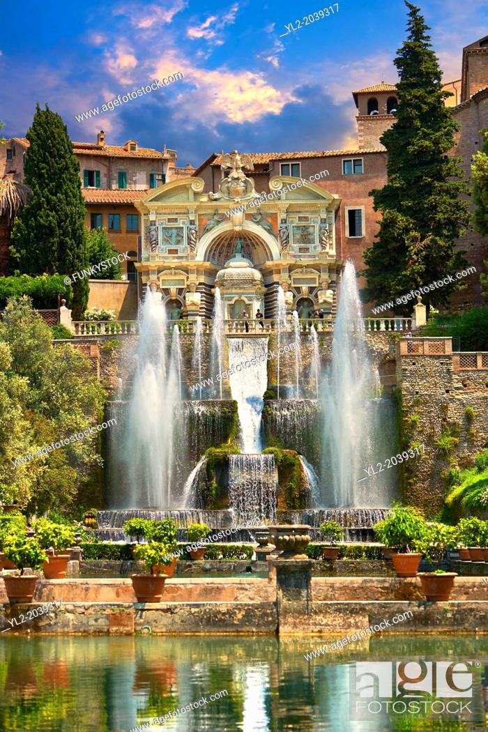 Imagen: The water jets of the Organ fountain, 1566, housing organ pipies driven by air from the fountains. Villa d'Este, Tivoli, Italy - Unesco World Heritage Site.