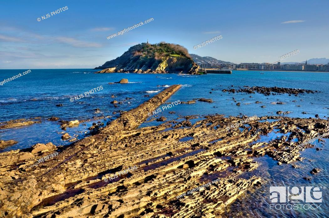 Stock Photo: View of low tide in the Bay of San Sebastian, with the island of Santa Clara  Guipúzcoa, Basque Country, Spain.