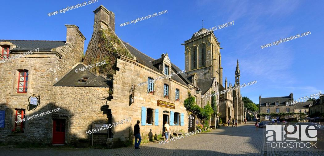 Stock Photo: France, Finistere, Locronan, labelled Les plus Beaux Villages de France (The Most Beautiful Villages of France), Saint Ronan church at the end of the priory.
