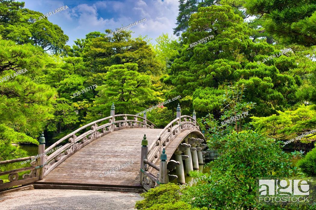Stock Photo: Oikeniwa Garden, Keyakibashi Bridge, Kyoto Imperial Palace, Kyoto, Japan.